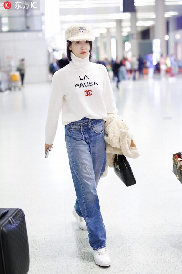 宋茜宽松毛衣+牛仔裤   图片源自东方IC