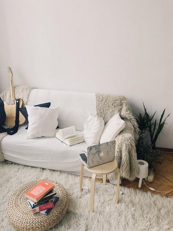 淺色沙發最百搭  圖片源自pexels