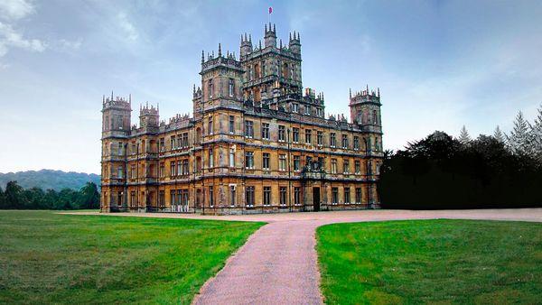 《唐顿庄园》拍摄地Highclere Castle  图片来自维基百科