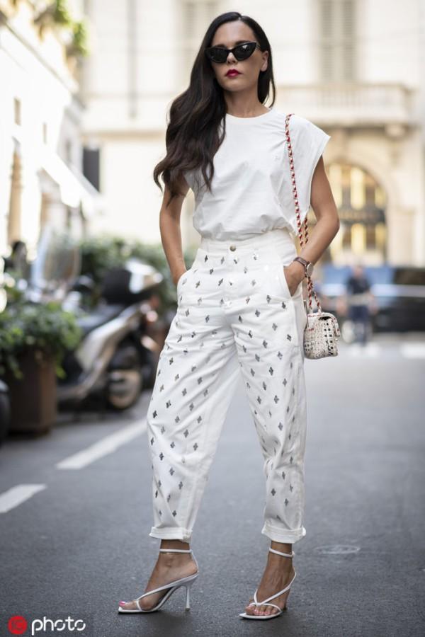 现在流行奶奶裤?比阔腿裤更复古更时髦就是了!