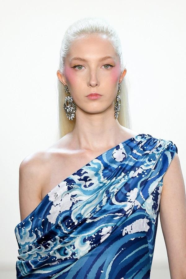 2020春夏纽约时装周:Tadashi Shoji 品牌秀场(图片来源 视觉中国)