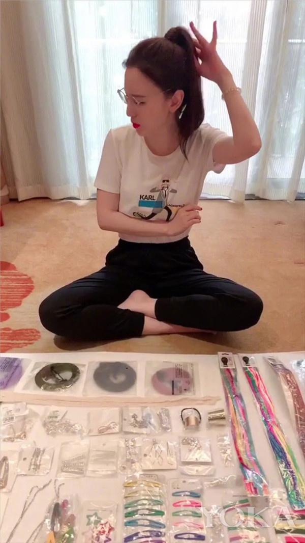 张萌卖女团同款(图片来源于视频截图)