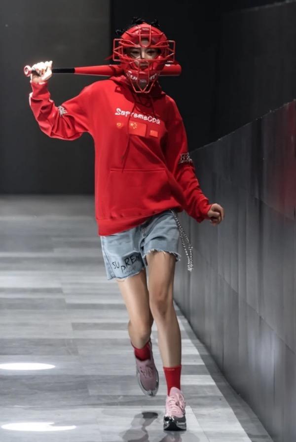 """引领中国新青年时尚潮流 SupremeCDG国内首秀""""我是谁"""""""
