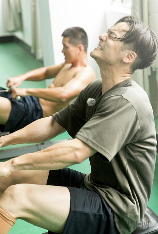 蒋劲夫满身膏药 做运动健身要适度否则伤身