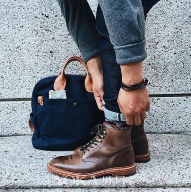 谁说绅士就要西装革履 牛仔裤搭皮鞋也一样可以