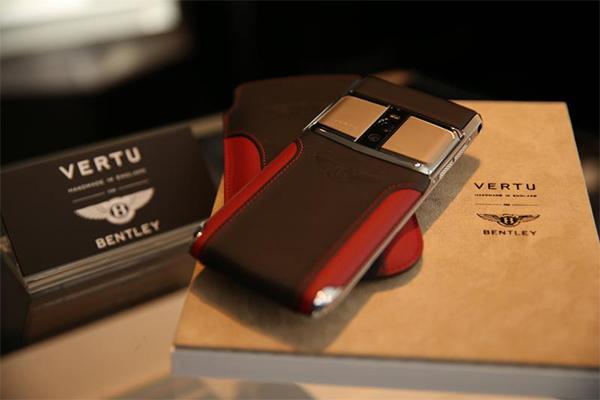 VERTU典藏版奢华手机亮相北京SKP周年庆