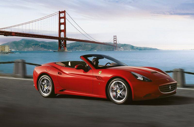 法拉利california是一款豪华旅行跑车,2008年在巴黎汽车展上首次亮相