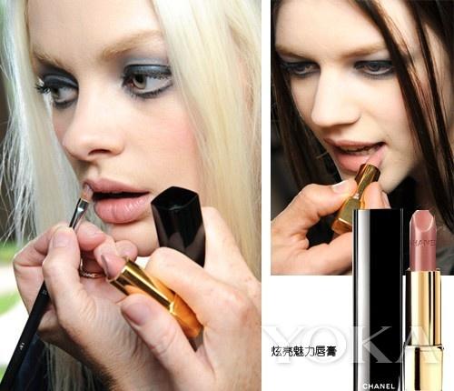 粉裸色唇膏  唇妆部分:采用了粉裸色的唇膏,非常贴合嘴唇本...