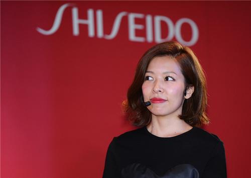 SHISEIDO资生堂首席彩妆师武田玲奈小姐莅临活动现场,讲解秋冬彩妆理念