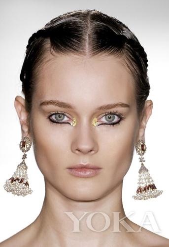 Style2:往自己眼头贴金的开口内眼头