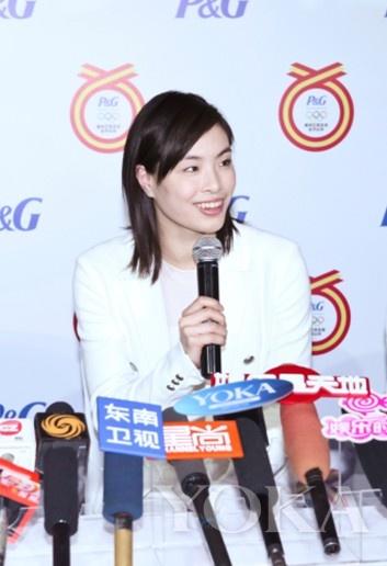 吴敏霞接受媒体群访,健康闪亮的秀发由内而外展示出潘婷的美丽承诺与出色功效。