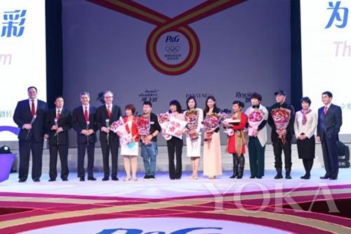 潘婷首次携手奥运跳水冠军吴敏霞(左八),以她的坚毅执着和自信态度诠释潘婷强韧闪耀的品牌精神