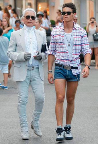 Karl Lagerfeld与Baptiste Giabiconi在法国圣托培