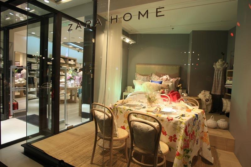 2011年9月14日,Zara Home将在北京蓝色港湾开设品牌第二家专门店。Zara Home的首家专门店已于北京世贸天阶正式开业,作为品牌在中国市场踏出的第一步。店铺装修风格以自然及优雅为主。店内共有2011年秋冬的4个系列,分别为白色系列、乡村风格系列、民族风系列及现代主义系列。Zara Home诠释崭新的时尚家居理念,为期待营造个性家居风格的潮流顾客带来全新的购物体验。