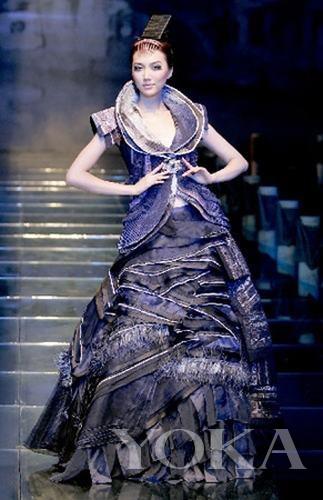 张肇达设计作品   张肇达的设计领域很广,从男装到女装,从