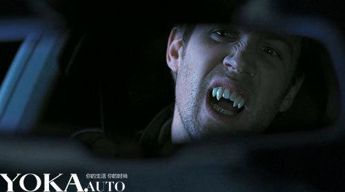 一个吸血鬼开着奥迪s7赶去参加聚会高清图片