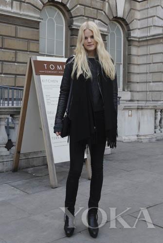 黑色裤子和鞋子搭配