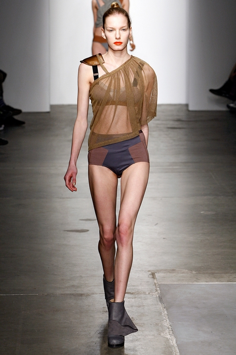 比基尼真空上阵 2011秋冬纽约时装周也疯狂