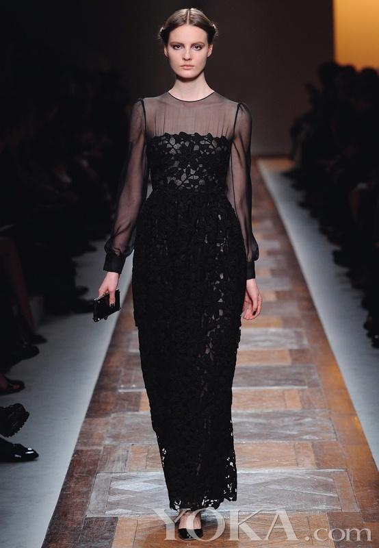 成衣以民族服装作为设计灵感,通过甜美而女人味十足的廓形编织了一个