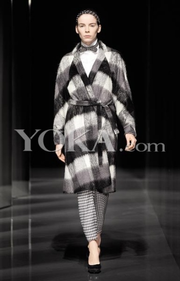 黑白格子浴袍式大衣