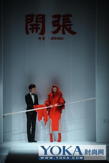 一百套服装带领观众从亚洲到欧洲