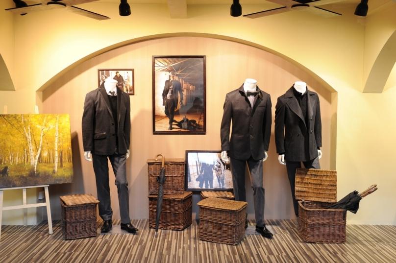 由中国服装协会、中国国际贸易中心股份有限公司和中国国际贸易促进委员会纺织行业分会共同举办的第19届中国国际服装服饰博览会(CHIC2011)将于3月28日至31日在北京•中国国际展览中心(新馆)举行。本届博览会展出面积为11万平方米,其中男装馆占据了其中E1场馆的位置,国内各知名品牌均出现于此。