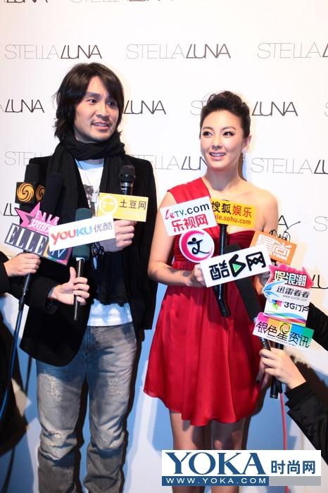 品牌设计师Stephen与张雨绮小姐接受媒体群访,被问及第二次合作感想时,双方均露笑颜