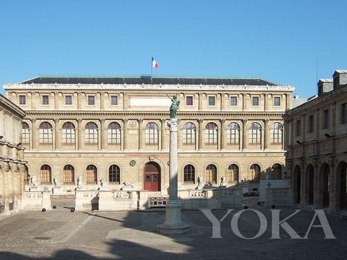 白天的国立巴黎高等美术学院