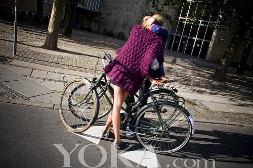 骑自行车也性感 欧美超靓丽骑车照图片