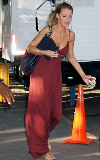 橘红色裙子搭配图片