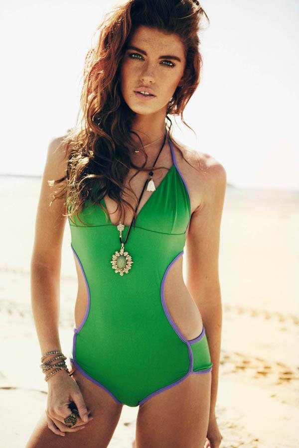 嫩模凯特火辣泳装写真沙滩大秀身材性感_风情蝎天性感性情图片