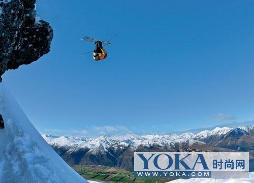 Coronet Peak的雪山山势起伏,为滑雪者提供了大片的开放雪域,每年都会有极限滑雪大赛在这里举办