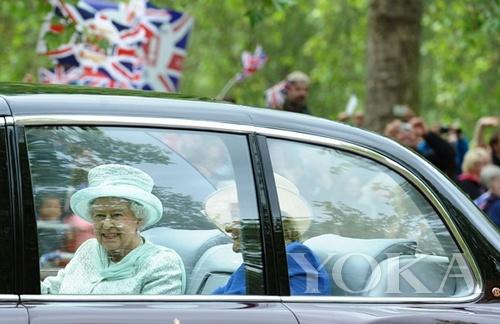 女王前往圣保罗大教堂