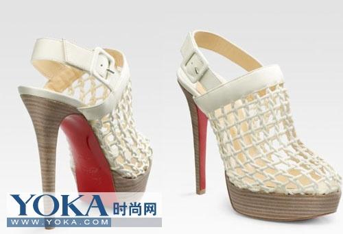 当女士们穿着极高的鞋子