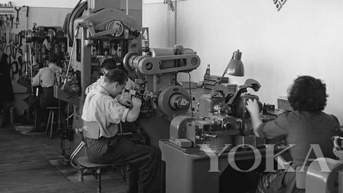 1947年时伯爵制作坊