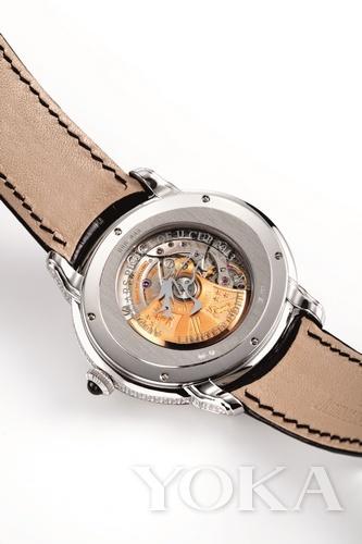18K白金表壳及表扣镶有339�w圆形美钻