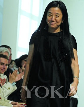 婚纱设计师王薇薇   华贵简约装扮:王薇薇   著名华裔婚纱