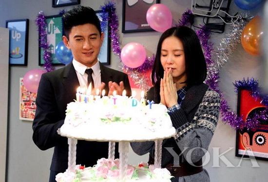 2013年3月刘诗诗生日 吴奇隆在一旁陪伴