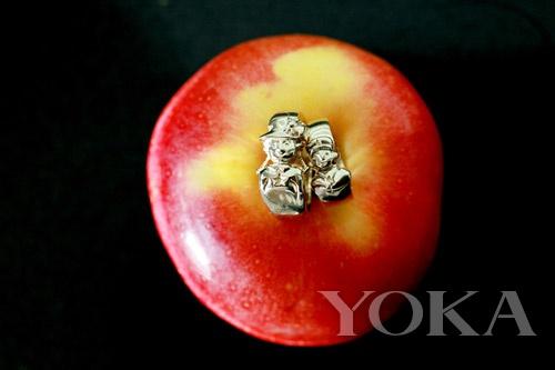 苹果手编戒指图片