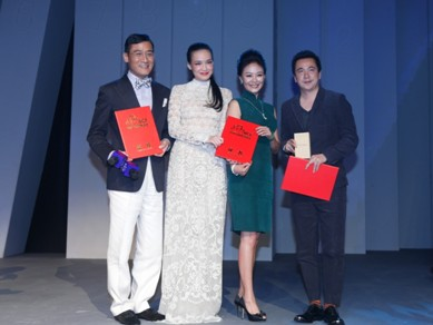 舒淇、梁家辉、王中磊先生与东宫珠宝品牌创始人兼董事长丁戟女士合影