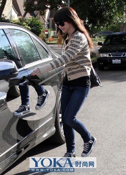 女星最爱16款帆布运动鞋搭配