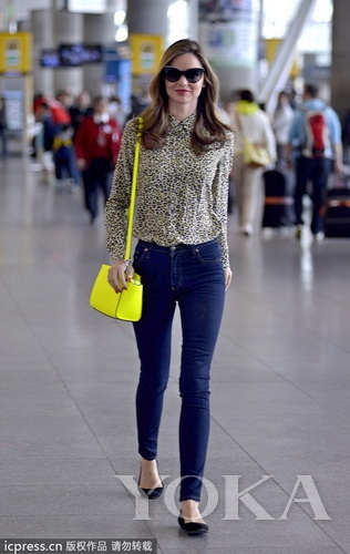 金色蛇纹平底鞋 说到街拍必说的就是米兰达的图片