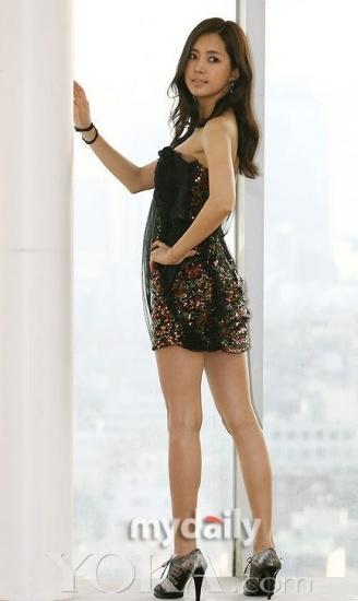 韩女星性感裙黑白上阵举手投足尽显a女星(11)_流行性感冒发烧艾灸图片