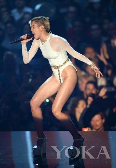 麦莉在MTV欧洲音乐奖上