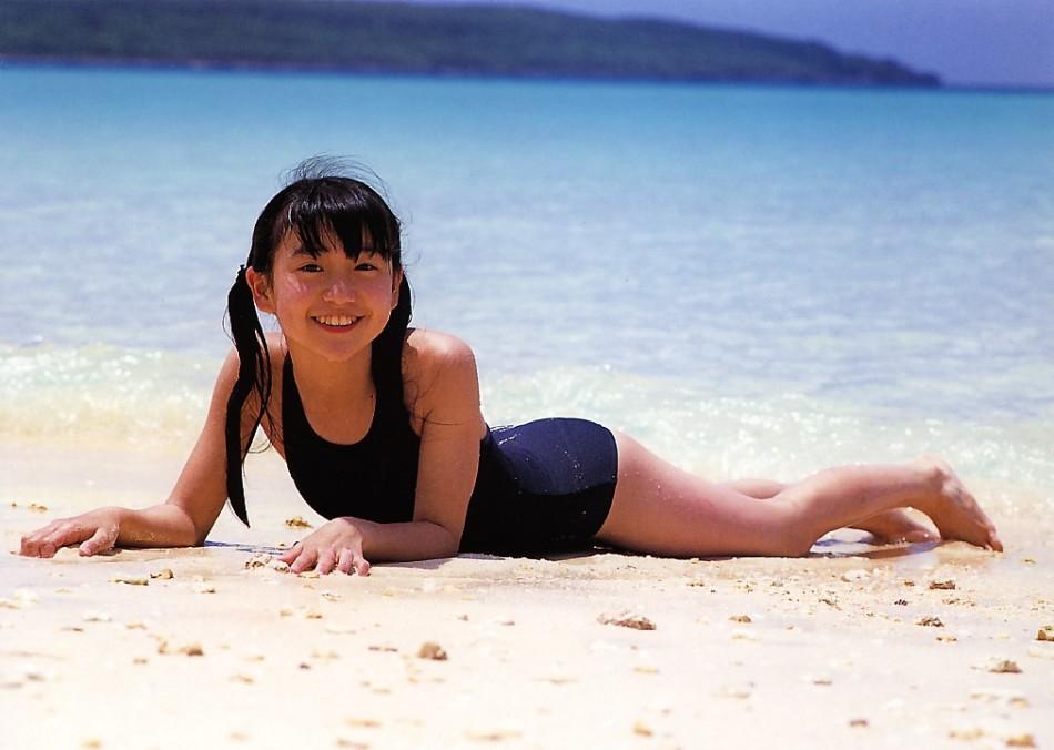 大岛优子26岁生日 13年泳装照一览无余