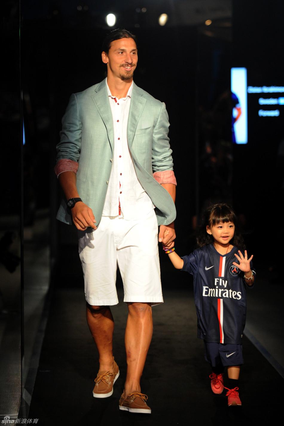 足球明星化身T台男模 运动与时尚相融合