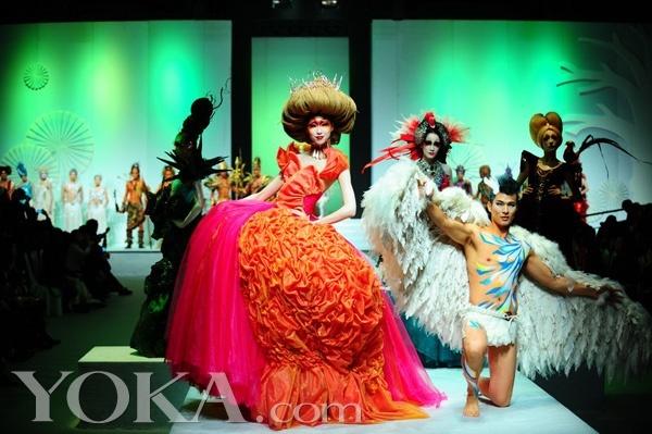 以创新,创意,简约,奢华为设计理念,高品质,专业,精致地呈现化妆美学.